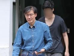 [사진] 조국 아들 '쓰레기봉투 들고'