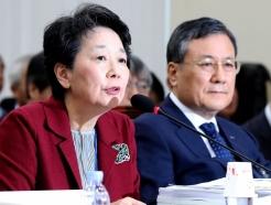 답변하는 한국연구재단 이사장