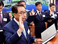 국정감사 출석한 이강래 사장