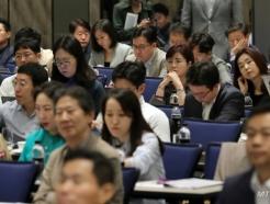 [사진]특별강연 듣는 참석자들