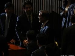 [사진]국회 본회의장 들어서는 문재인 대통령