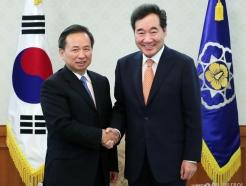 中 생태환경부 장관 만난 이낙연 총리