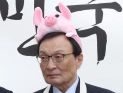 [사진]돼지모자 쓴 이해찬 대표