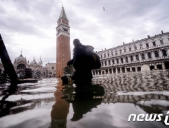 '물의 도시' 베네치아, 또 침수…산마르코 광장 폐쇄