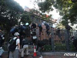 [사진] 경찰 진입, 이공대 빠져 나가는 시위대