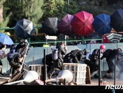 [사진] 학교로 되돌아가는 홍콩 학생들