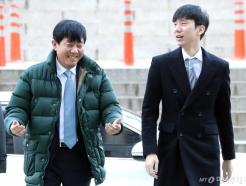 '타다 불법영업 혐의' 이재웅-박재욱 대표 첫 공판 출석