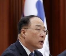 가시밭길 헤쳐온 홍남기號 1년 '터널 끝이 보인다'