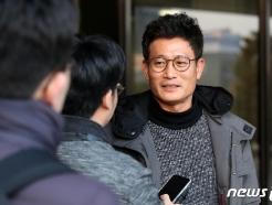 [사진] 취재진과 대화하는 박기성 전 울산시장 비서실장