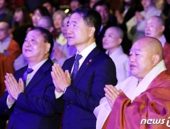 [사진] 반야심경 봉독하는 박능후 장관
