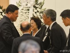 [사진]故 김우중 전 회장 빈소 찾은 서정진 셀트리온 회장