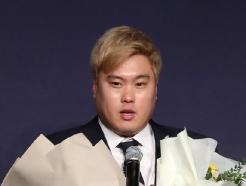 """[★현장] 시상식 참석한 류현진 """"내년 거취? 보라스가 일 열심히 하고 있다"""""""