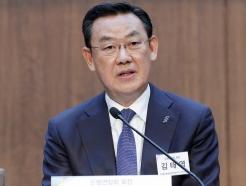 [사진]질의에 답하는 김태영 은행연합회장