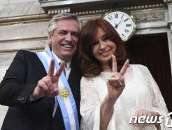 [사진] 'V' 자 그리는 아르헨 새 대통령과 부통령