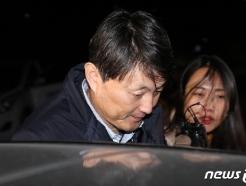 """유재수 '뇌물수수' 기소…檢 """"감찰중단 의혹 수사 계속""""(종합)"""