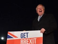 지친 영국인들, 존슨에 승리 줬다… 트럼프도 환영