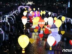 [사진] 청계천 수높은 크리스마스 조명