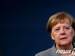 """메르켈, 존슨 총리에 총선 승리 축전…""""양국간 협력 기대"""""""