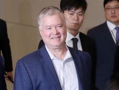 [사진]한국 도착한 스티븐 비건 대표