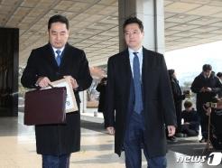 '김건모 고소' 피해여성 경찰 조사…신변보호 요청도