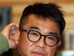 """""""김건모 성폭행"""" 주장 여성 8시간 경찰 조사…신변보호 요청도"""