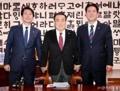 한국당 불참 속 원내대표 회동