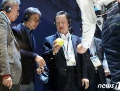 """CES 삼성관 찾은 박용만 """"세계 톱, 정말 자랑스럽다"""""""