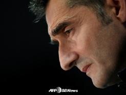 [오피셜] 바르셀로나, 발베르데 감독 전격 경질 '후임은 키케 세티엔'