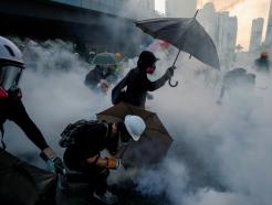 """시위는 홍콩·칠레뿐?…""""전세계 75개국서 사회불안"""""""