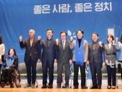 與 영입인재 10인10색 토크콘서트…'신난' 이인영 원내대표 노래까지
