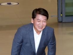 [사진]안철수, 귀국 후 큰절