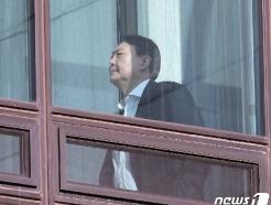 [사진] 윤석열 총장에게 드리운 그림자