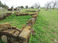 아무도 안 찾아오는 묘지…'가짜유족'이 노린다