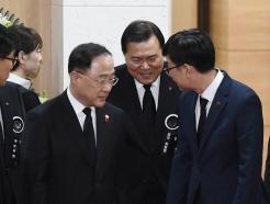 [사진]홍남기-김상조, 故 신격호 명예회장 빈소 조문