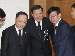 [사진]고 신격호 회장 빈소 찾은 홍남기-김상조
