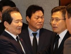 [사진] 고 신격호 빈소에서 만난 정세균 총리와 황교안 대표