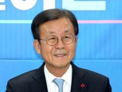 [사진]미소 짓는 원혜영 위원장