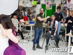 [사진] 덜위치칼리지 서울 영국학교, 다양성 예술 프로그램 일환으로 포토그래퍼 직업체험 특강 진행