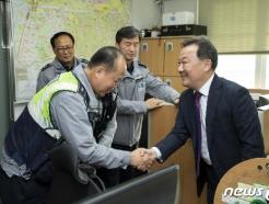 [사진] 경찰 공무원 격려하는 황서종 인사혁신처장