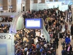 [사진] 출국 인파로 북적이는 인천공항