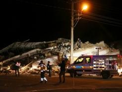 """터키 동부서 규모 6.8 강한 지진… """"최소 18명 사망"""""""