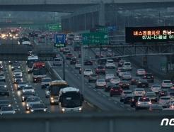 [사진] 귀경·귀성 차량 몰리는 고속도로