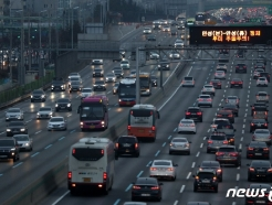 [사진] 고속도로에 줄 지은 차량들