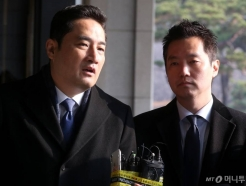 '폭행→강제추행' 둔갑 의혹…강용석, '트러블 메이커' 10년사