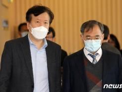 [사진] 마스크 쓴 정호영 경북대병원장과 이삼용 전북대병원장