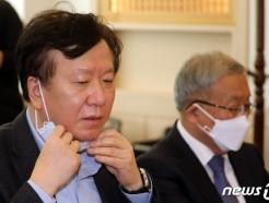 [사진] 마스크 벗는 정호영 경북대병원장