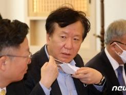 [사진] 정호영 경북대병원장 '코로나19 중수본-국립대병원장 간담회' 참석