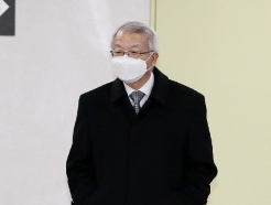 [사진] 양승태 전 대법원장 '폐 수술' 후 첫 재판 출석…두 달 만에 재판 재개