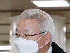 [사진] 마스크 쓰고 법원 출석하는 양승태