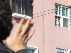 [사진] 청도대남병원 철창 너머의 인사